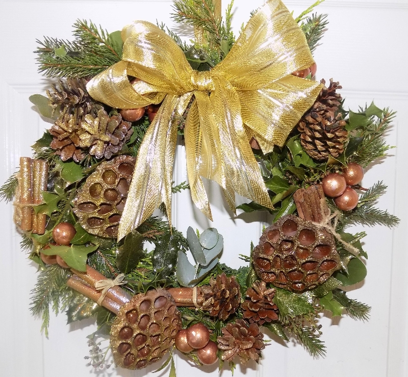 Gold Christmas Wreath.Gold Christmas Wreath