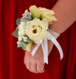Mixed ivory corsage
